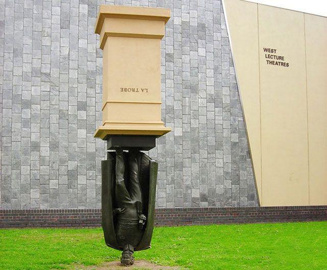 Pamyatnik-CHarlzu-La-Trobe-Melburn