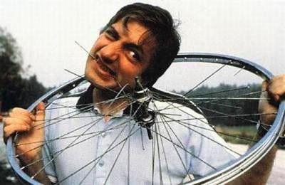 Майкл Лотито ел абсолютно железо, стекло, резину