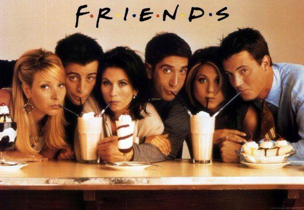 друзья пьют коктейль