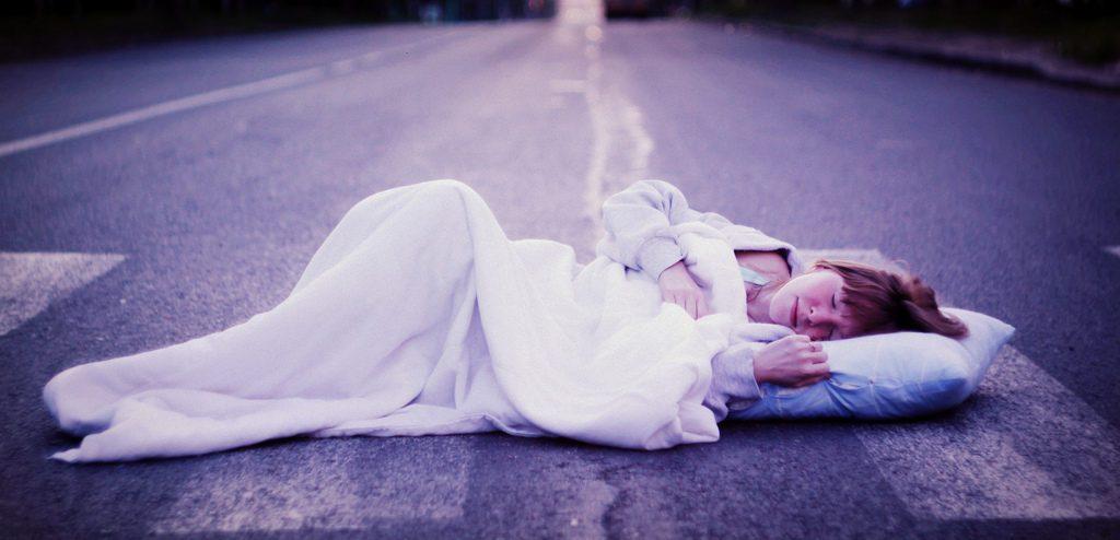 сон на дороге