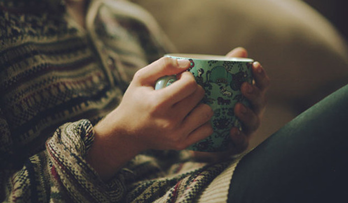 чай в руках